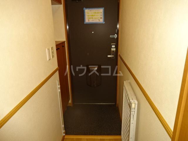 ウエストステージ 202号室の玄関