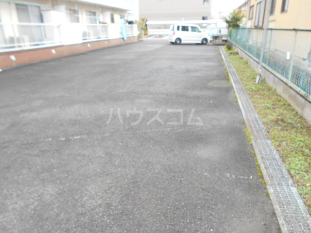 第1サンハイツ戸崎 303号室の駐車場