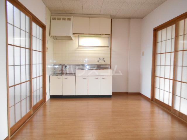 第1サンハイツ戸崎 303号室のリビング
