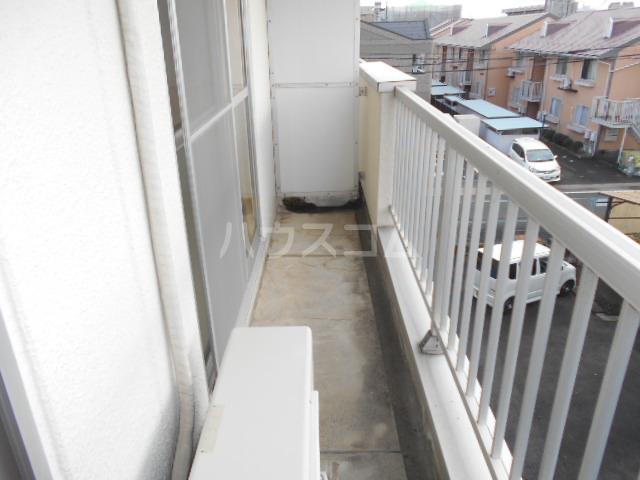 第1サンハイツ戸崎 303号室のバルコニー
