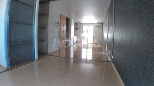 ハッピートレビナ 201号室の居室