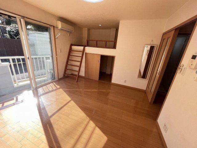 トリコロール・ピエテ 201号室の居室