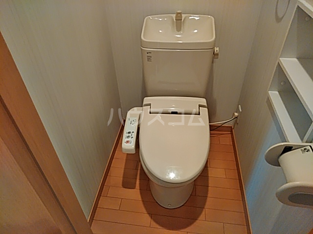 トリコロール・ピエテ 207号室のトイレ