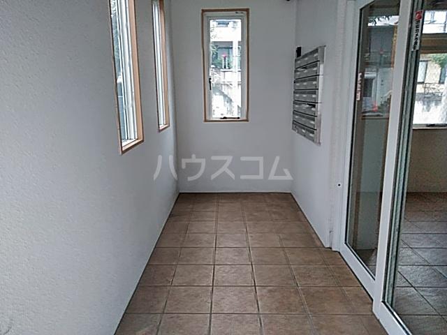 トリコロール・ピエテ 207号室のエントランス