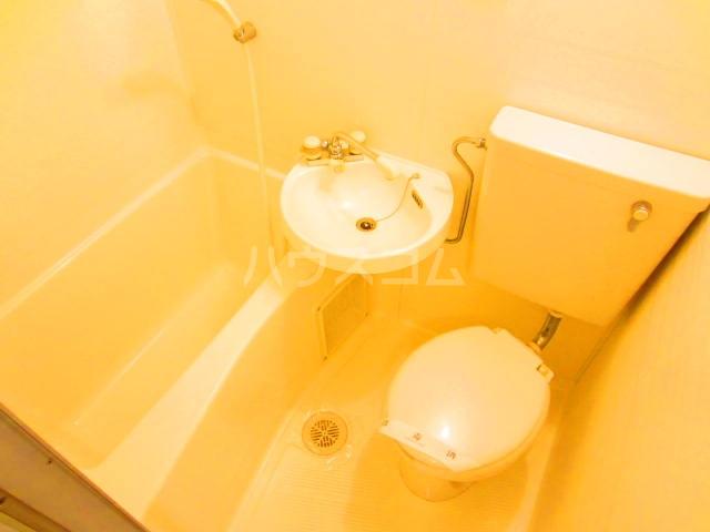 メゾン上福岡 203号室の洗面所