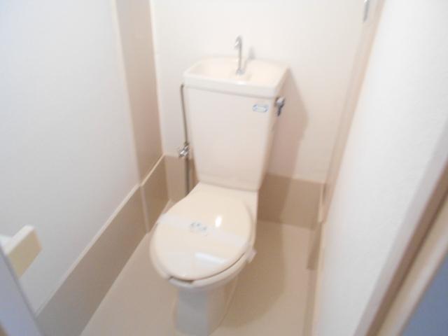持田貸家10号棟のトイレ