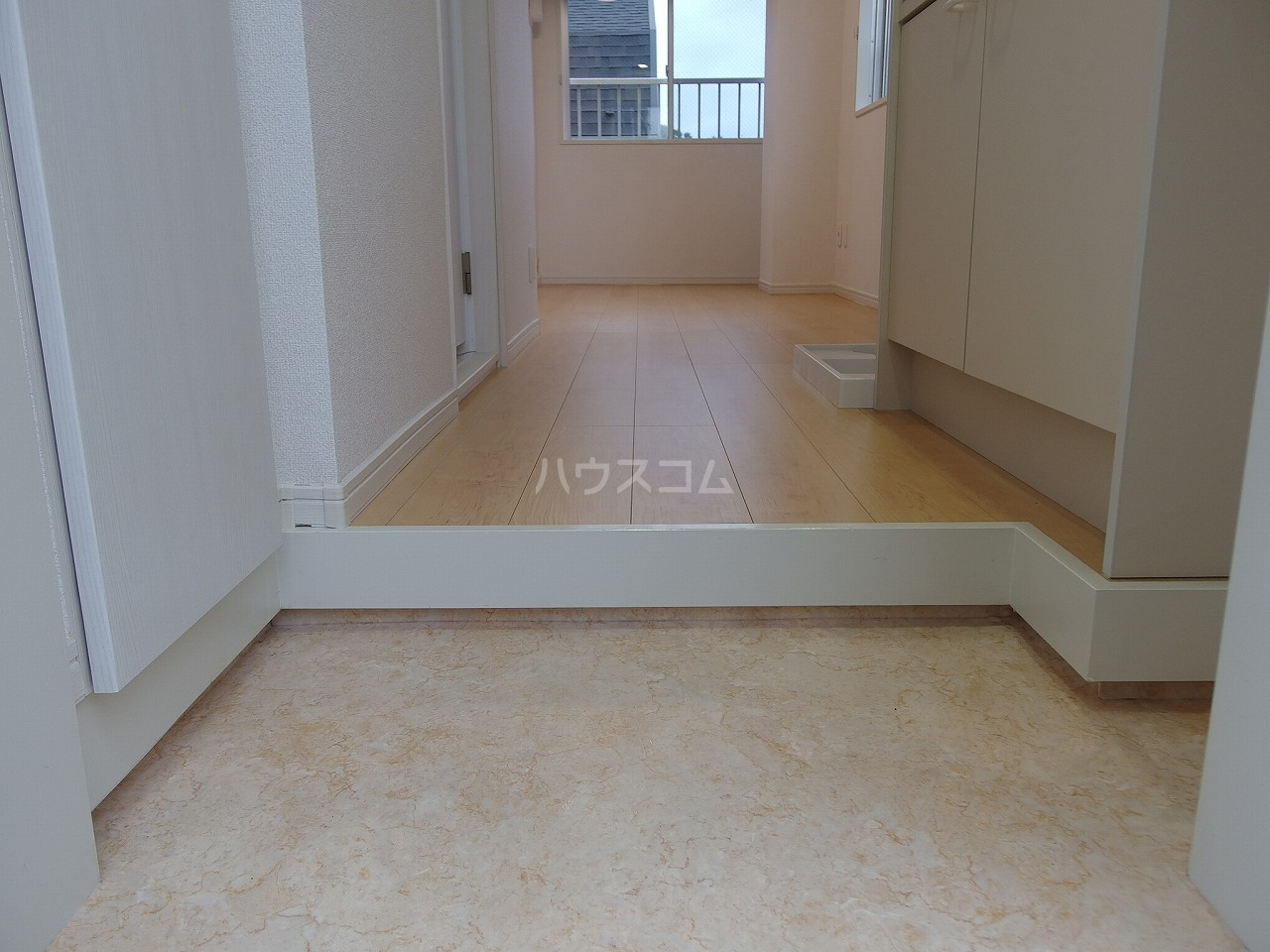 永山CSビル 301号室の玄関