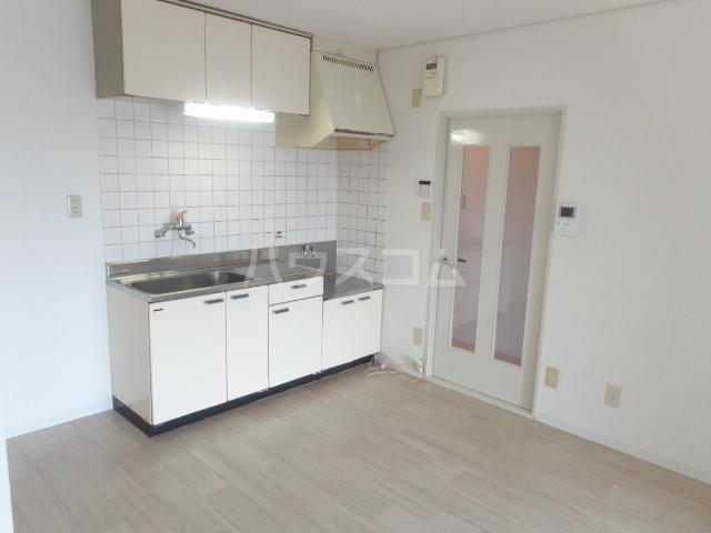 サンセヴィラージュ 305号室のキッチン