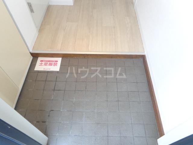 サンセヴィラージュ 305号室の玄関