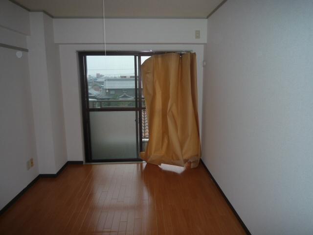 サンライン岐阜コーポ 402号室のリビング