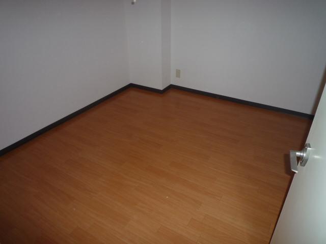 サンライン岐阜コーポ 402号室の居室