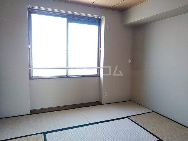 トリヴァンベール小木曽 303号室の居室