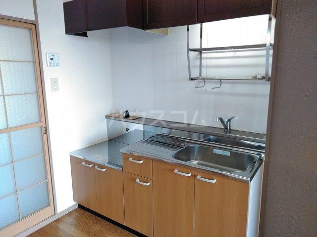 トリヴァンベール小木曽 303号室のキッチン