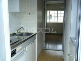 ラフィーネ新宿 205号室のリビング