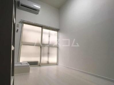 リコリスB 122号室の玄関