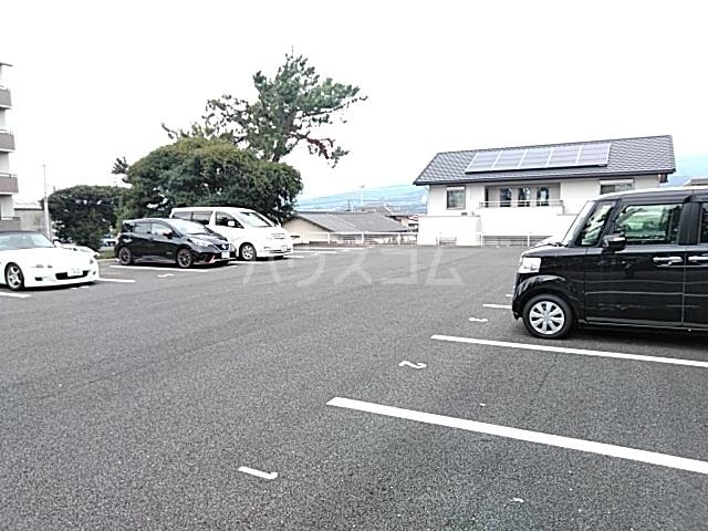 アリビラ原 106号室の駐車場