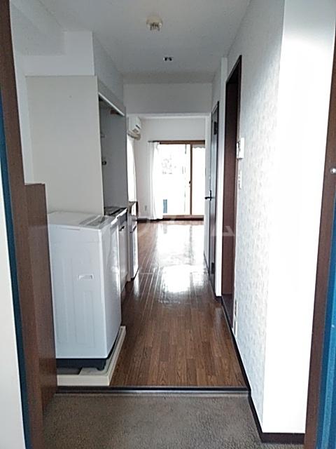 アリビラ原 106号室の玄関