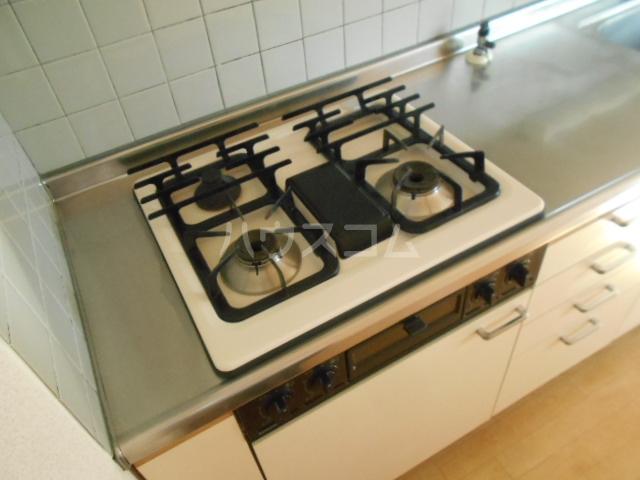ロイヤルマンション国府津 403号室のキッチン