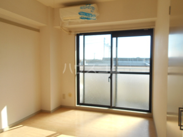ロイヤルマンション国府津 403号室のリビング