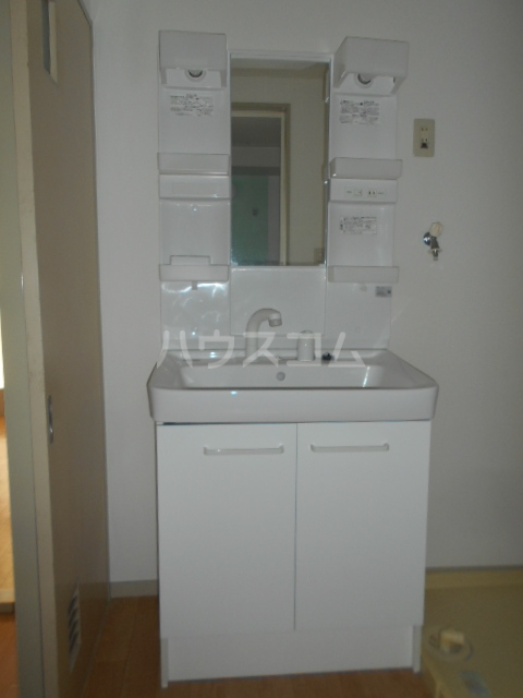 ロイヤルマンション国府津 403号室の洗面所