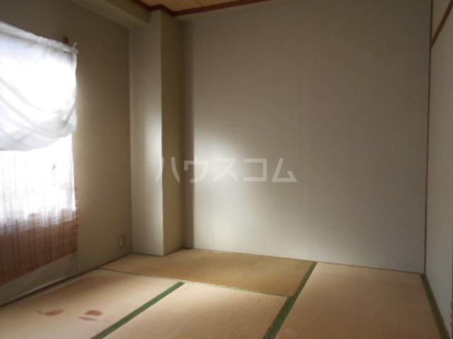 コシミズマンション 302号室の居室