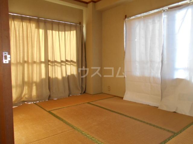 コシミズマンション 302号室のリビング