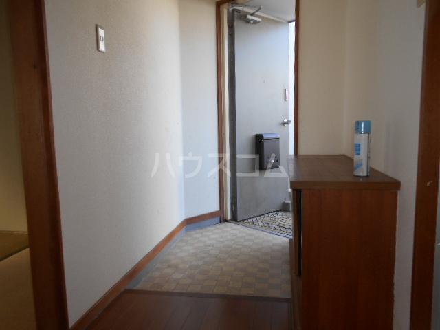 コシミズマンション 302号室の玄関