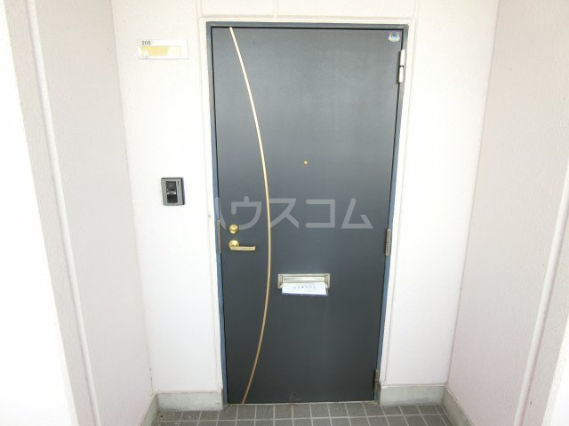 EMESTⅡ 205号室の玄関
