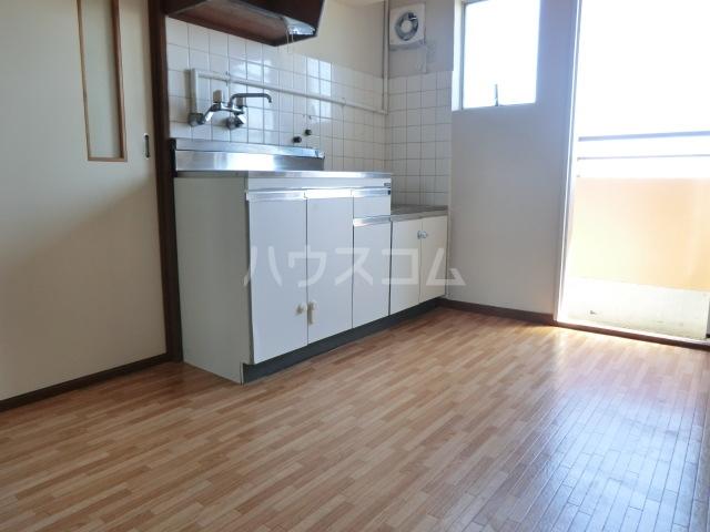 小八幡マンション 5-D号室のリビング