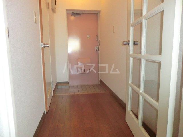 加藤マンション 203号室の玄関