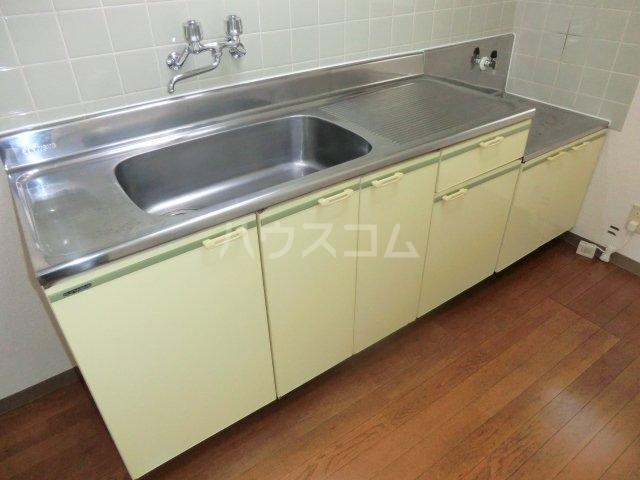 加藤マンション 203号室のキッチン