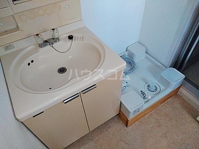 加藤マンション 203号室の洗面所