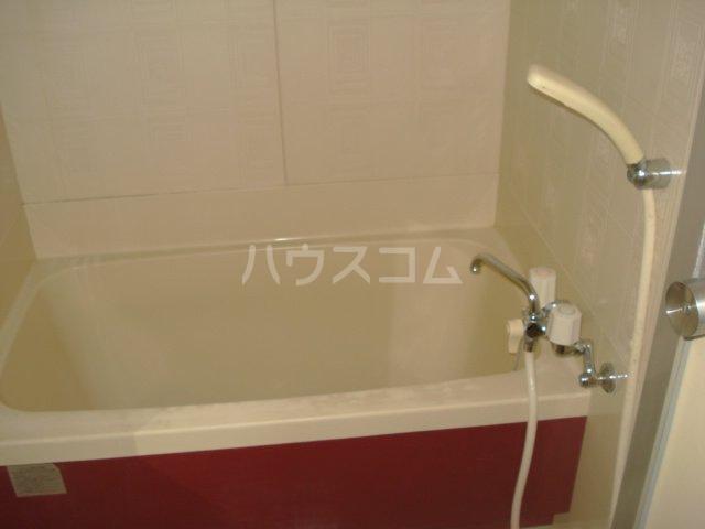 メゾン黒田 00202号室の風呂