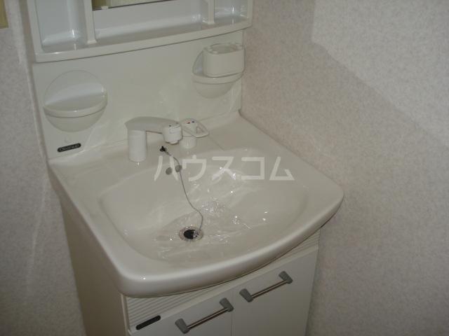 メゾン黒田 00202号室の洗面所