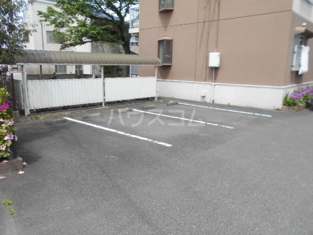 ベルヴェデーレⅡ 305号室の駐車場