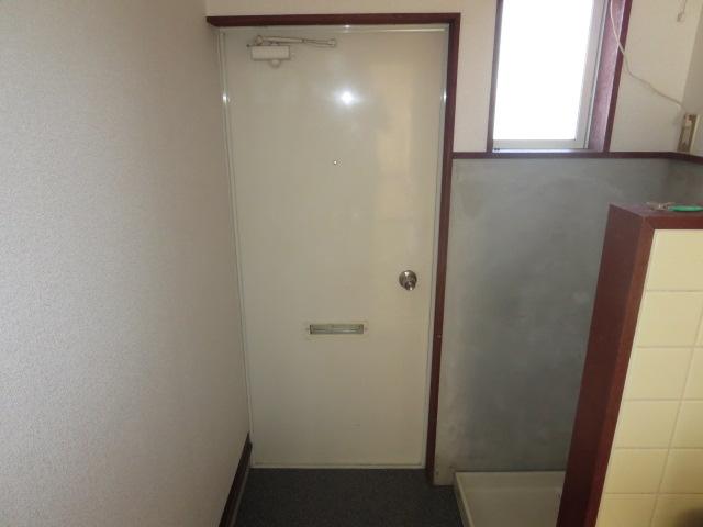 ハイネス鹿島 105号室の玄関