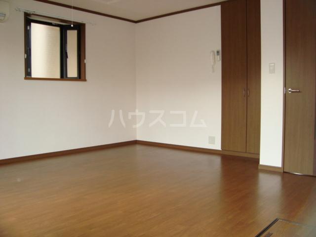 サンシャイン.B.江藤 102号室のリビング