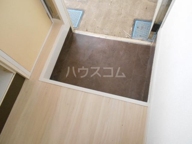 清水ハイツ 211号室の玄関