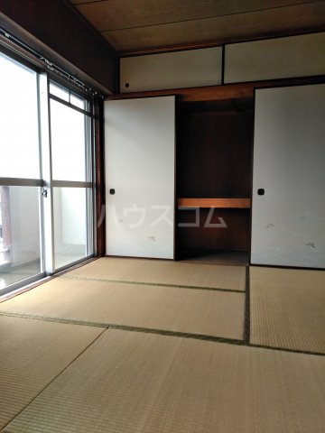 平和ビル 401号室のバルコニー