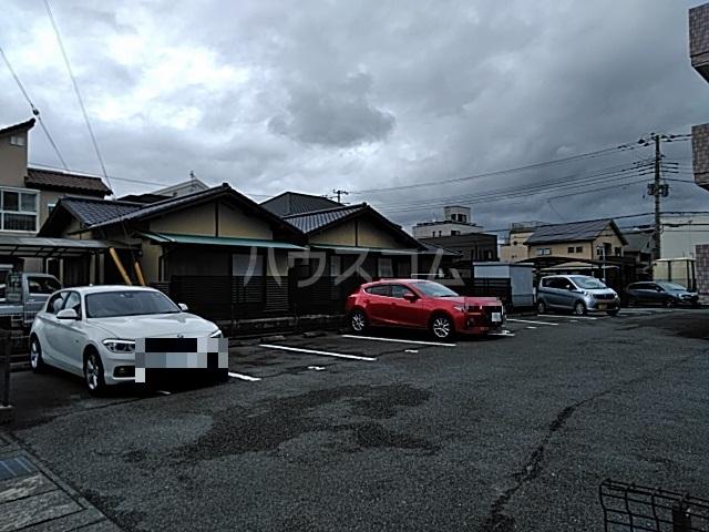 コーポラスエルピス 302号室の駐車場