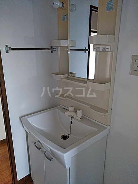 コーポラスエルピス 302号室の洗面所