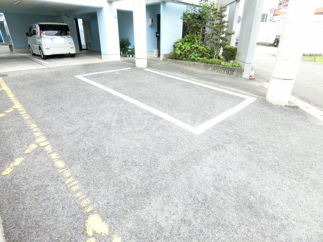 コーポレーションT&T C201号室の駐車場