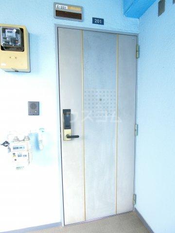 コーポレーションT&T C201号室の玄関