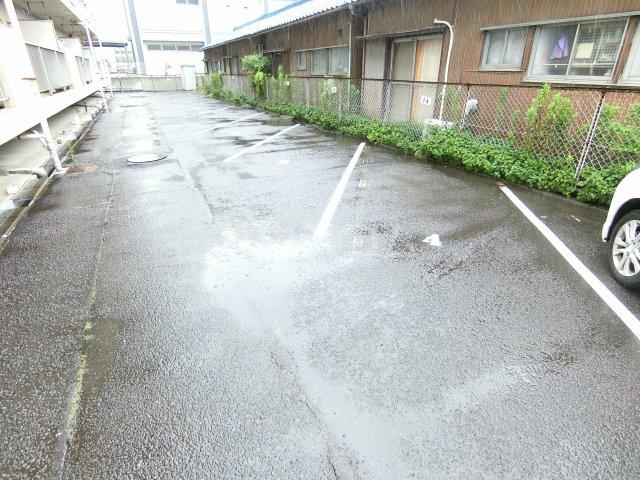 インフィール茜部 3B号室の駐車場