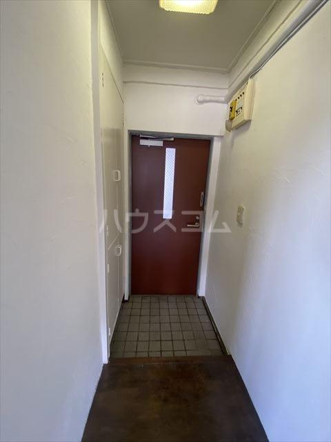 南浦和クイーンコーポB棟 301号室の玄関