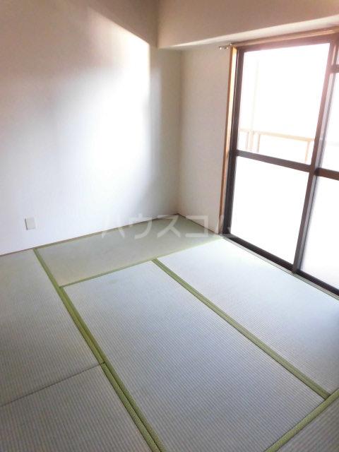 第73プレジデント吉敷 302号室の居室