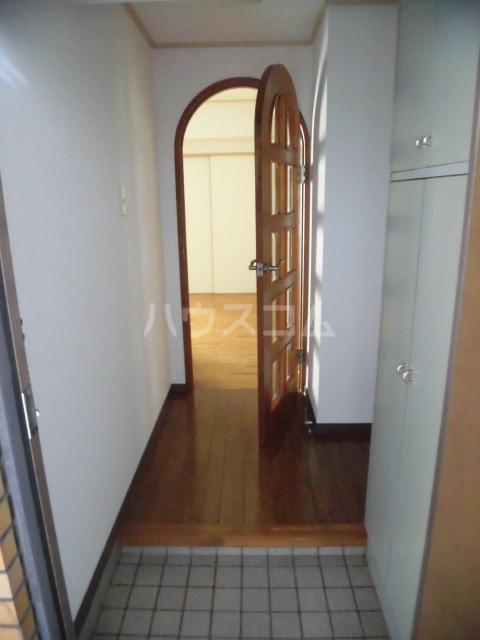 第73プレジデント吉敷 302号室の玄関