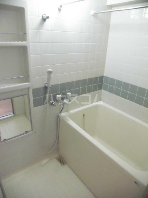 第73プレジデント吉敷 302号室の風呂