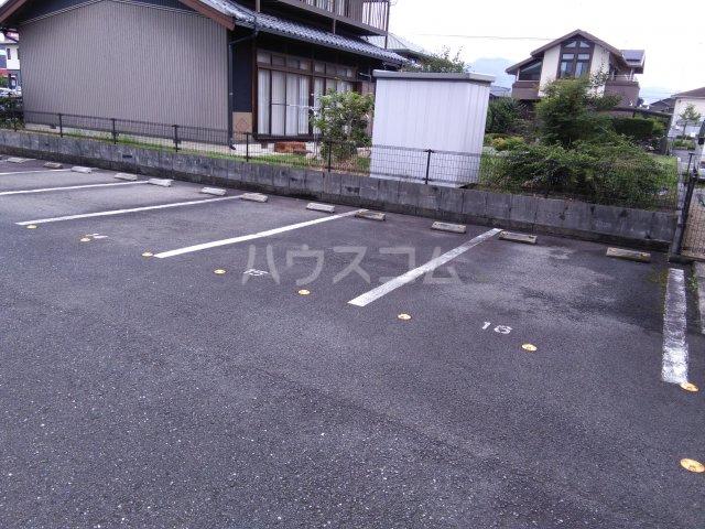 ア・ドリーム鷺山 302号室の駐車場