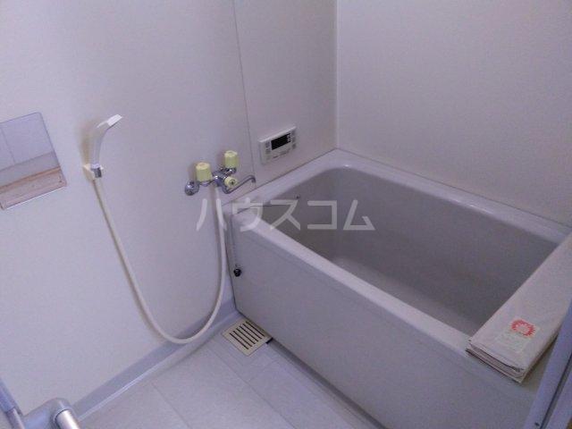 ア・ドリーム鷺山 302号室の風呂